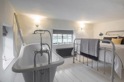 New Forest Luxury Cottage - Bedroom 1
